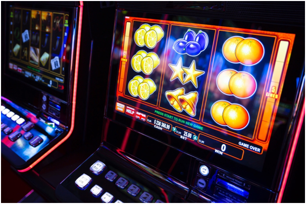 Can it be beneficial to bet on a slot machine with maximum coins?